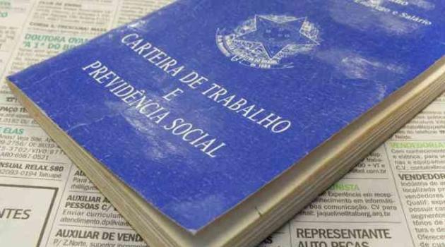 Quase dois terços dos brasileiros recorrem ao bico para fechar contas